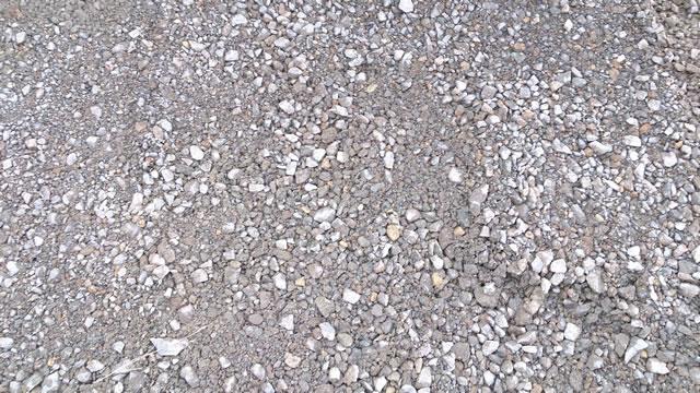 砕石舗装の駐車場